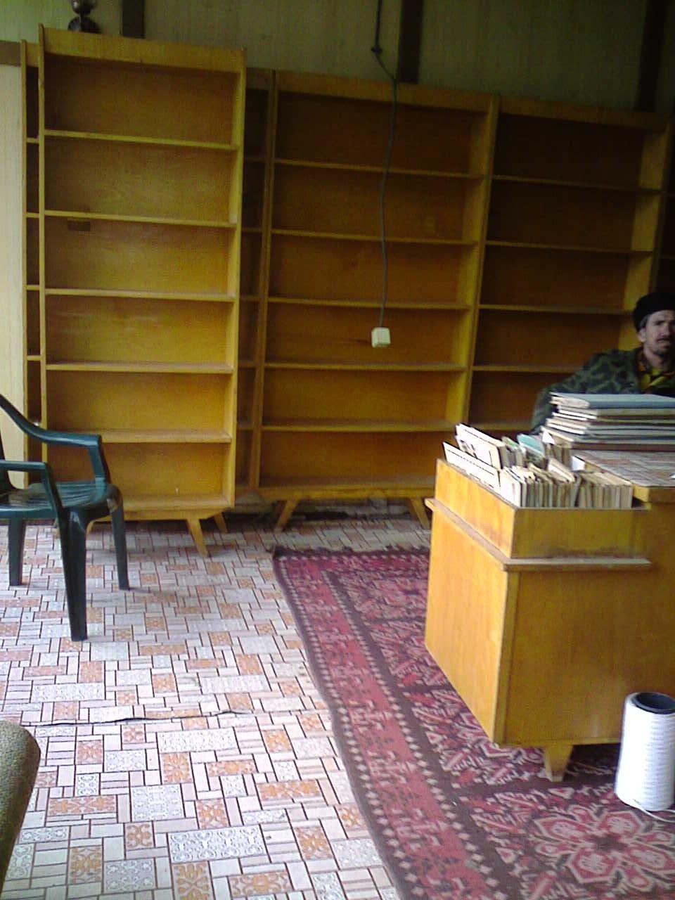 Разграбиха библиотеката към читалището