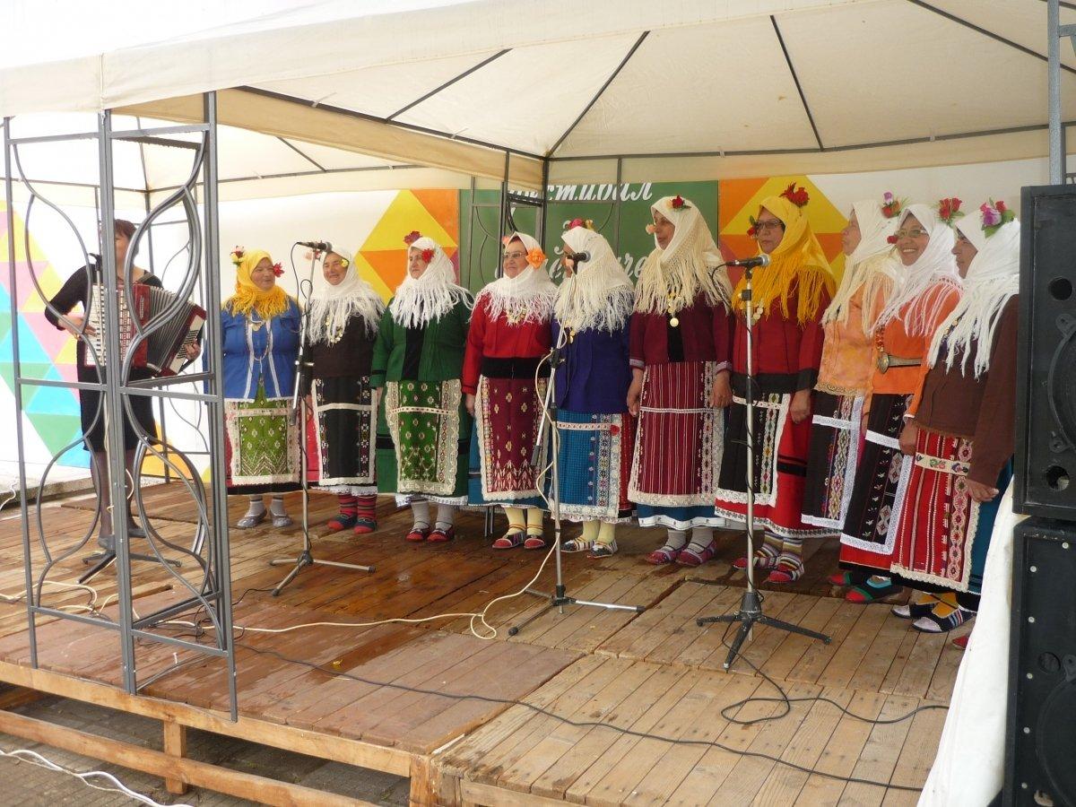 """Проведе се първото издание на Националния фестивал за автентичен фолклор """"Кехлибарен грозд"""""""