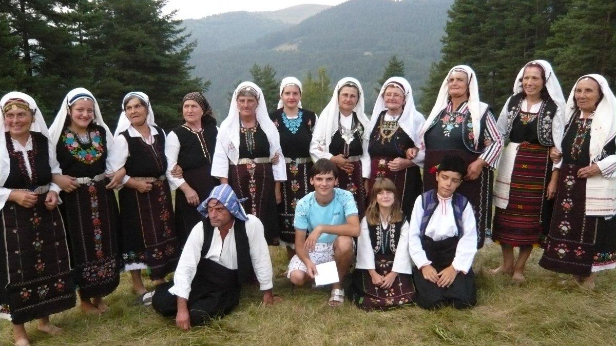 """Групата за народни обичаи към НЧ """"Просвета"""" се завърна с Голямата награда от """"Копривщица пее 2010"""""""