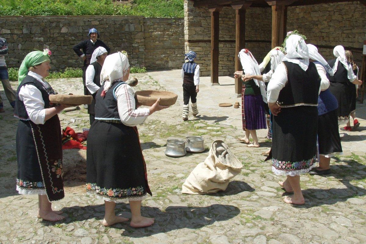 Групата за народни обичаи класирана за Копривщица