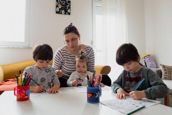 52 милиона лева за родителите на деца до 14 години, които се грижат за децата си поради затварянето на училища и детски градини