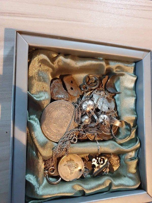 Множество предмети с културно- историческа стойност, старинни оръжия и боеприпаси са иззети от два адреса в Копривщица