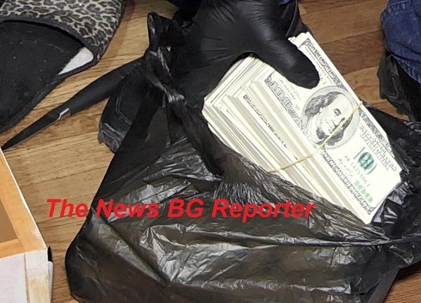 Задържаха лица, занимаващи се с изготвяне и съхранение на неистински парични знаци в големи количества (текст + фоторепортаж)
