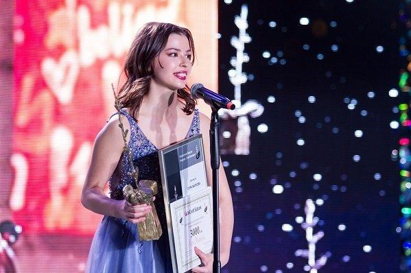 """Лора Маркова грабна Наградата за полет в изкуството """"Стоян Камбарев"""" 2021"""