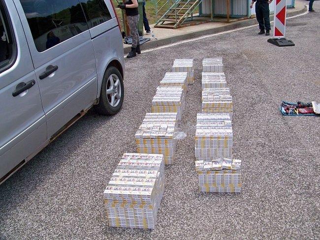 Гранични полицаи задържаха на ГКПП Маказа гръцки гражданин с укрити в тайник голямо количество контрабандни цигари