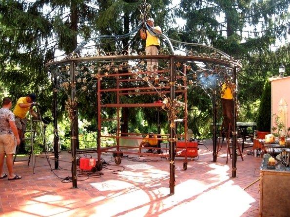 Изграждане на метални конструкции.